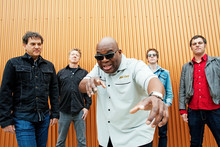 BARRENCE WHITFIELD & THE SAVAGES en Barcelona